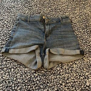 h&m high waisted shorts, waist would fit 25/26/27